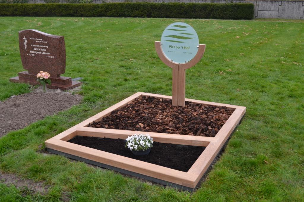 houten grafmonument, houten gedenkteken, hout en glas, dubbel graf