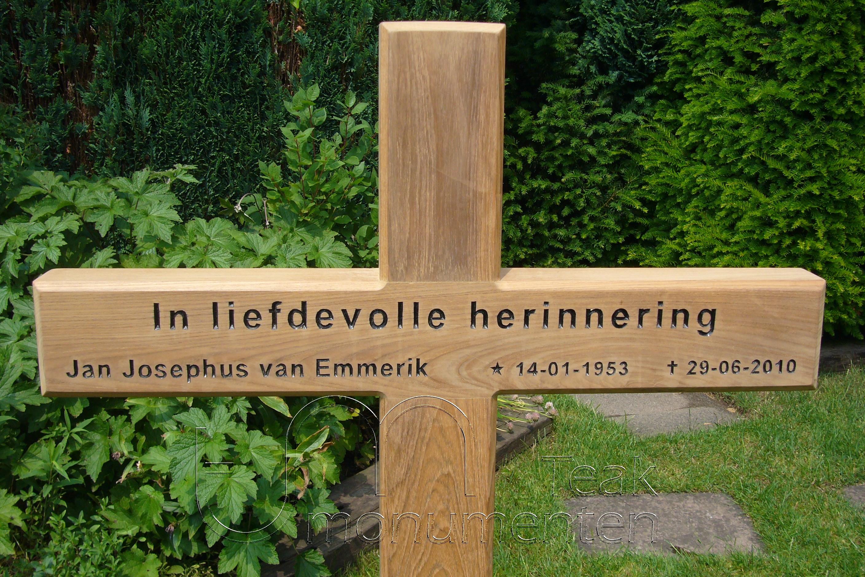 houten grafmonument, houten gedenkteken, belettering zwart