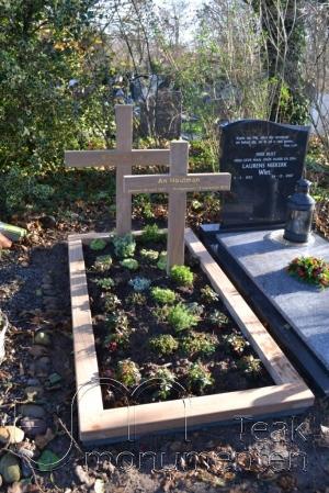 houten grafmonument, houten gedenkteken, dubbel graf
