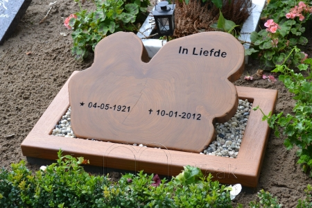 houten grafmonument, houten gedenkteken, schijf massief teakhout, urnengraf