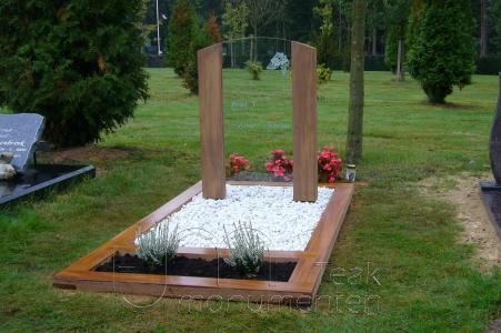 houten grafmonument, houten gedenkteken, hout met glas