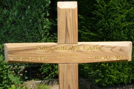 houten grafmonument, houten gedenkteken, belettering bladgoud
