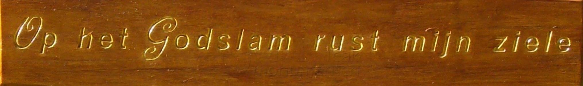 houten grafmonument, houten gedenkteken, belettering met bladgoud