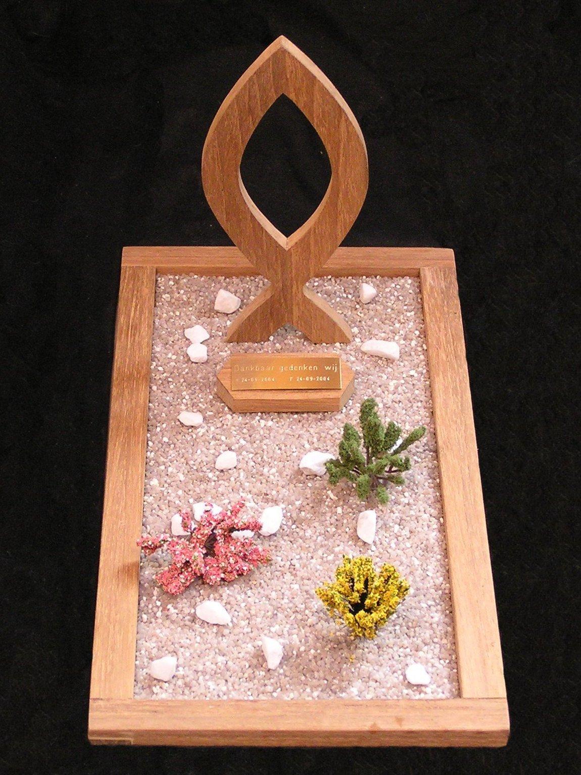 houten grafmonumenten, houten gedenktekens, christelijke grafmonumenten