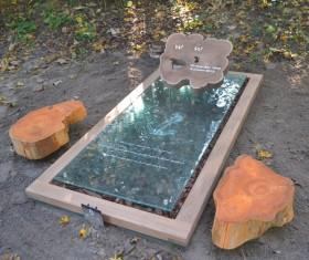 houten grafmonument, houten schijf, met glasplaat