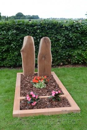 houten gedenkteken, twee panelen