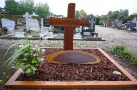houten gedenkteken, houten kruis dubbel graf