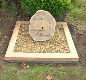 houten grafmonument, houten schijf, urnengraf