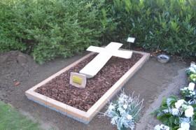 houten gedenkteken, liggend houten kruis