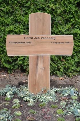 houten gedenkteken, houten kruis ruw teakhout