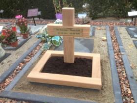 houten kruis, houten urnengraf